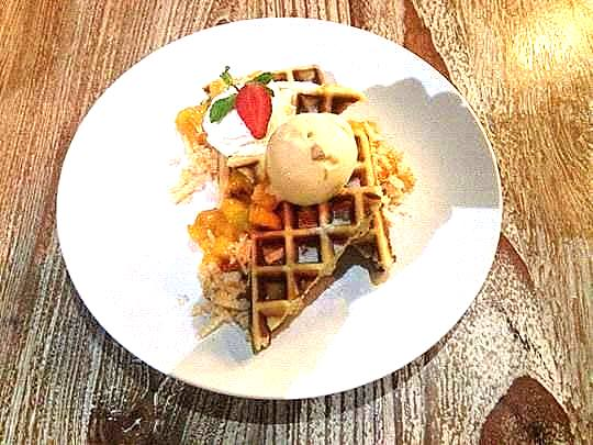 manggo-waffle-with-manggo-compote-and-manggo-ice-cream-picasa