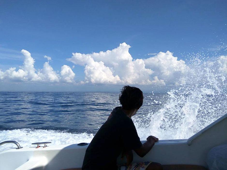 レンボンガン島へのスピードボート