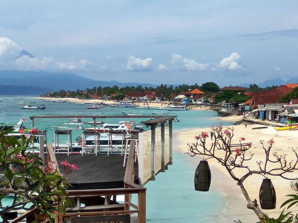 レンボンガン島のジュングバトゥビーチ