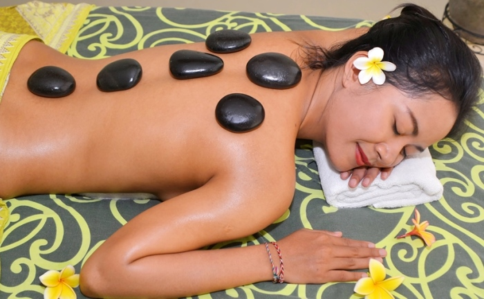 Hot Stone Massage 1 700 433.jpg