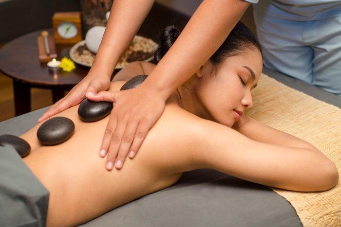 石から伝わるほど良い温かみが筋肉を深くリラックスさせ、エネルギーを回復