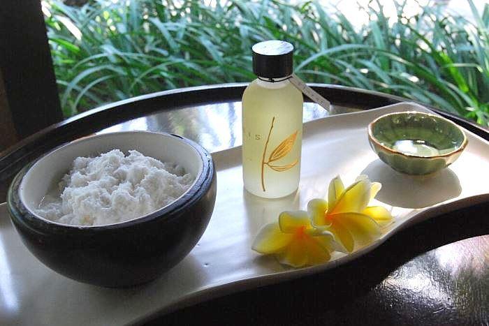フレッシュココナッツは、 敏感肌、乾燥肌、又は日焼け後のお肌に適しています。