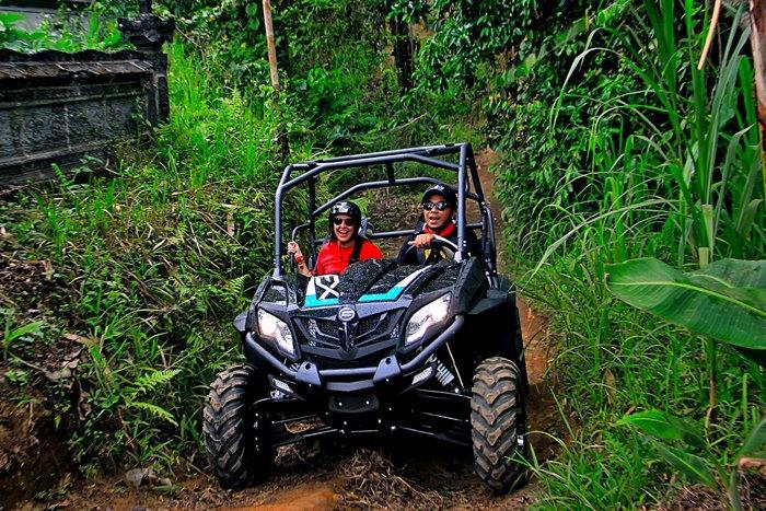 ATVの車種は2種類、クアッドとバギーのどちらかをお選び下さい。写真はバギー。