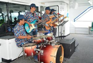 ライブバンドの演奏