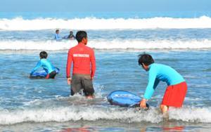 サーフィンスクール開始