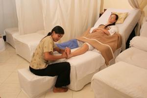 足裏に無数に点在するツボを丁寧に刺激し、全身の血液循環を促進させます。