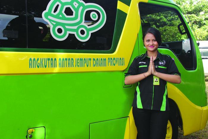 クラクラバスは観光客向けのバリ島公共シャトルバスです。