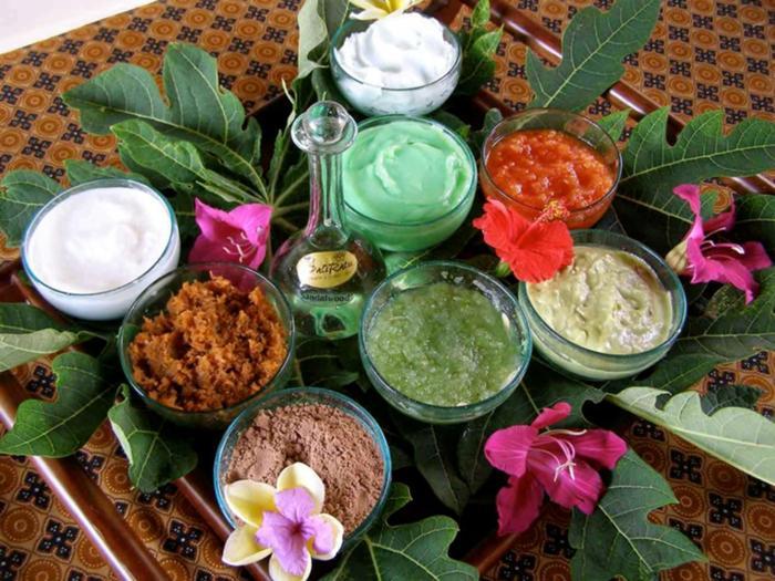 3種類のボディマスク(ボレー、タペル、ピリス)を用いたバリの伝統療法もあります。
