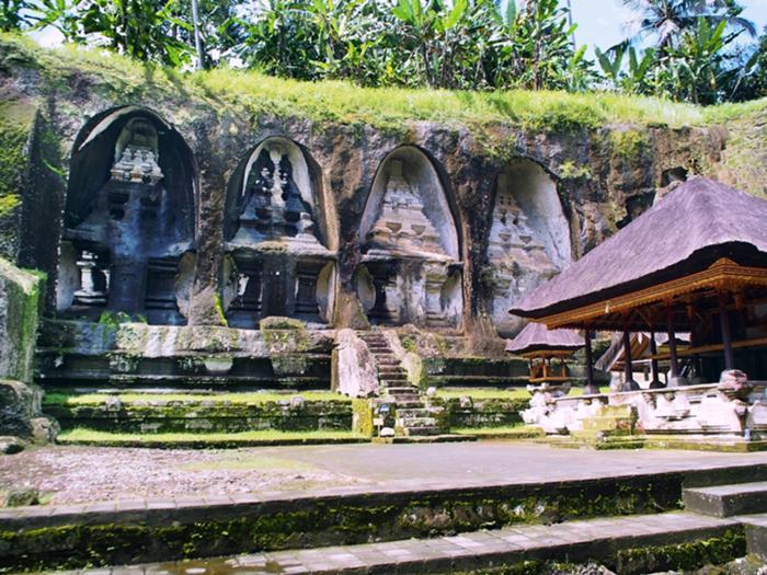 ワルマデワ王朝第6代アナッ・ウンス王家のお墓とお寺グヌンカウィ