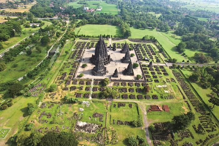 およそ5km四方にわたっていくつもの遺跡が残る巨大な寺院郡