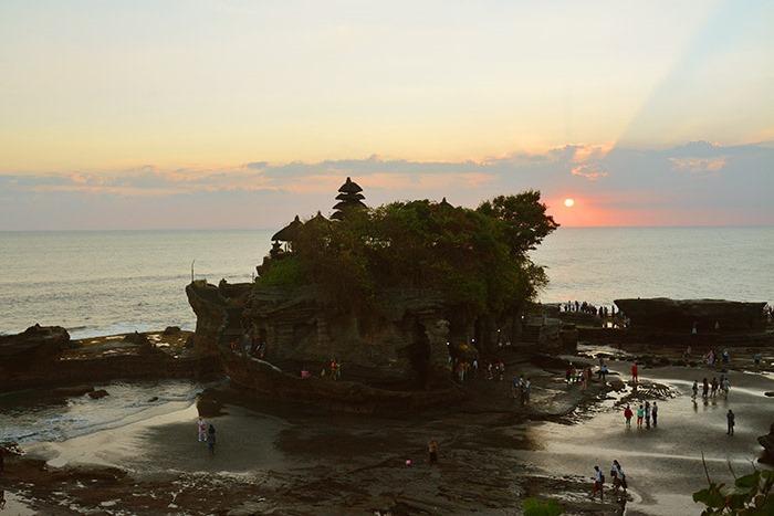日没後も移りゆく空の色と景色が美しい。