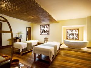 バリ島のバンブー(竹)と南フランス「プロヴァンス」の風景をコラボレートさせたユニークなデザイン