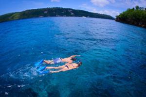 オーシャンラフティング号に乗ってレンボンガン島、チェニガン島、ペニダ島の3島を駆け巡ります!
