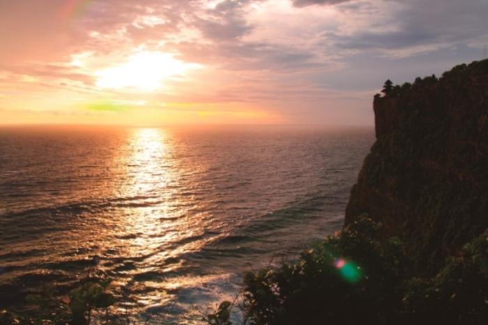 インド洋に沈む夕日、美しいサンセットが見れるかな?