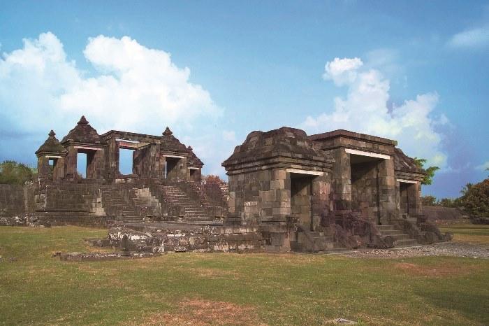 プランバナン遺跡の南約3km、のボコの丘に位置する、ラトゥボコ遺跡。