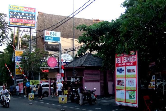 サヌールのスーパーマーケット(イメージ)
