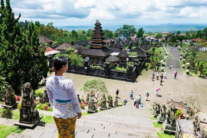 ブサキ寺院は、大小30くらいのお寺が集められた複合寺院。
