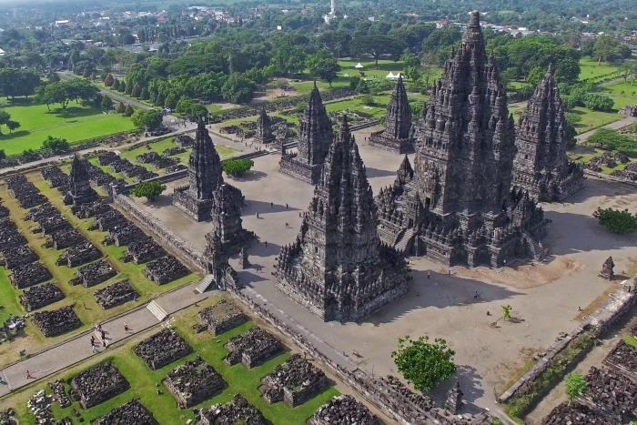世界遺産であるヒンドゥー教寺院のプランバナン寺院遺跡群
