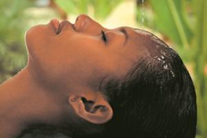 脳のマッサージともいわれるシロダラは緊張、ストレス、頭痛、不眠に効果があると言われます。