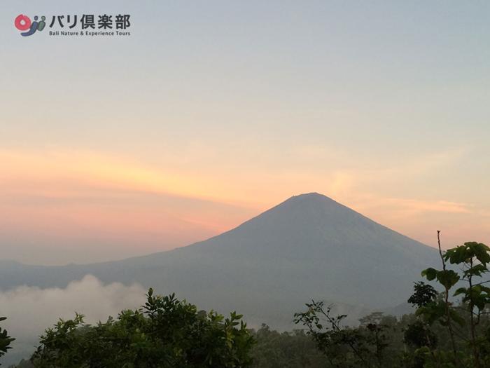 バリ島の総本山、アグン山もこんなに綺麗にみえます