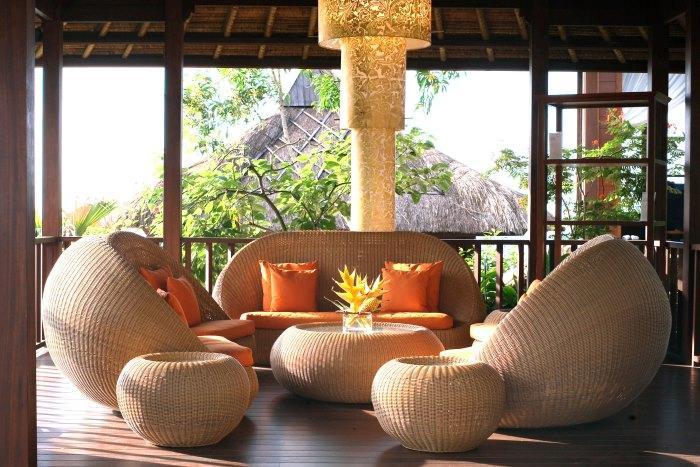 スパロビーからもインド洋が見渡せる。ゆったりとしたソファ席で潮風に吹かれトリートメント後の余韻を楽しんでみては