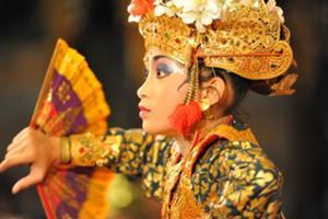ウブドはバリの芸能の中心地。毎夜演じられる伝統舞踊。