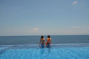 ペニダ島でプール休憩&ランチ