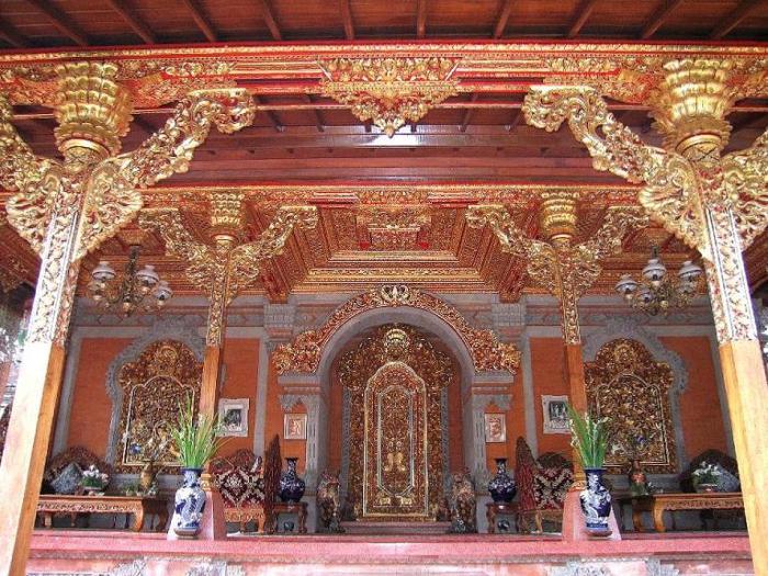 色々なところに金色が使われているウブド王宮