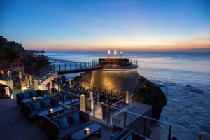 インド洋から14メートル上にせり建つ、絶景を誇る  オープントップバー