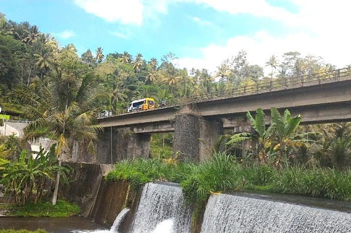 トラガワジャ川近辺ののどかなバリの田舎の情景にホッとします。