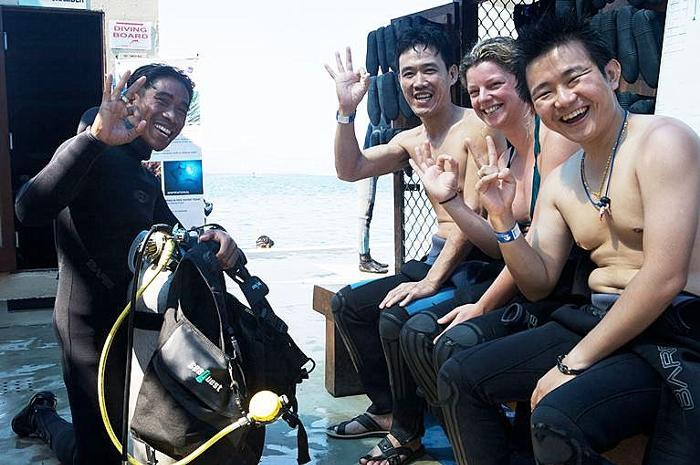 体験ダイビングは、説明会、練習を含めて所要時間や約1時間。