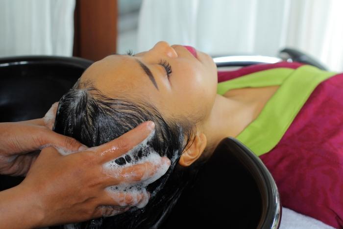 頭皮の血行を促進し、スッキリと仕上げ髪と頭皮をしっかりケア。
