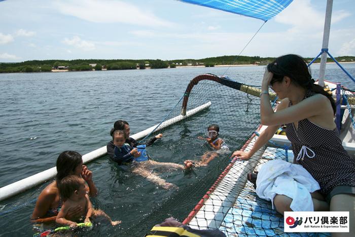 安全ネット付のボートも用意可能。小さいお子様でも安心です。