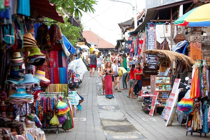 ウブドでじゃらんじゃらん(=お散歩)。世界中の観光客で賑わうウブド市場。