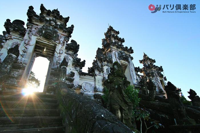 バリ島の3大パワースポットのランプヤン寺院