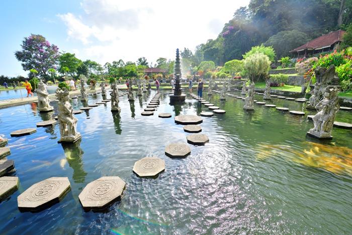 ティルタガンガとはガンジスの水、を意味する言葉で、アンラプラの王様が作った水の離宮。