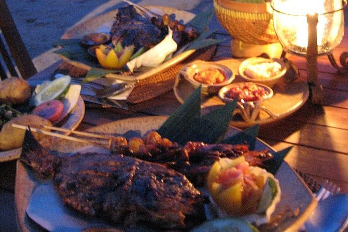 ジンバラン名物の海辺のシーフードBBQディナー