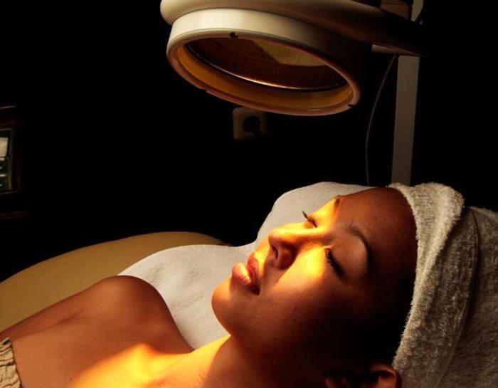 バイオプトロン(可視光線)効果で体温調整、細胞蘇生作用、リフトアップ効果が期待出来ます。