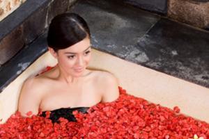 花びらを浮かべたフラワーバスの香りに癒されます。