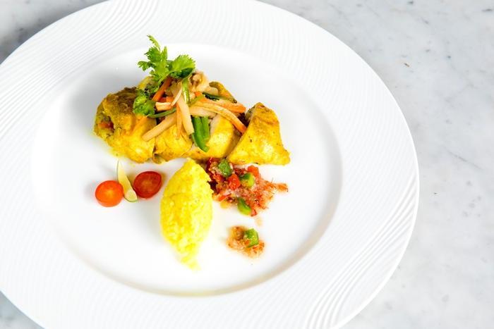 鶏肉のマッシュルーム詰め カレーソースがけ(イメージ)