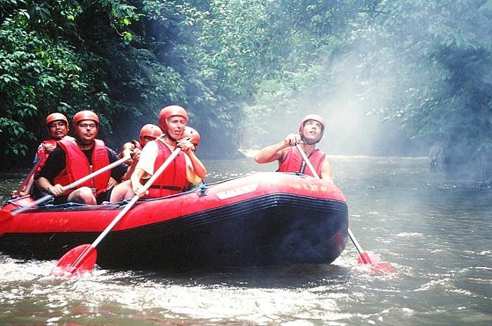 アユン川の支流でアドベンチャー気分。バリの大自然を体感しよう。