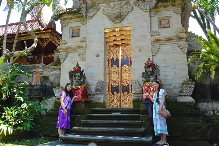 王様の住む、ウブド王宮。王宮前は観光客で1日中賑わいます。