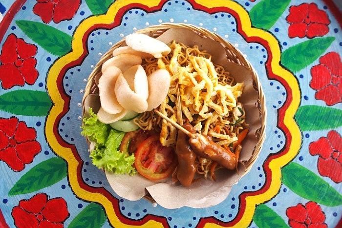 スミニャックの人気カフェ、カフェ ムーンライト バリのお食事が楽しめます。(インドネシア料理、インターナショナル料理等)