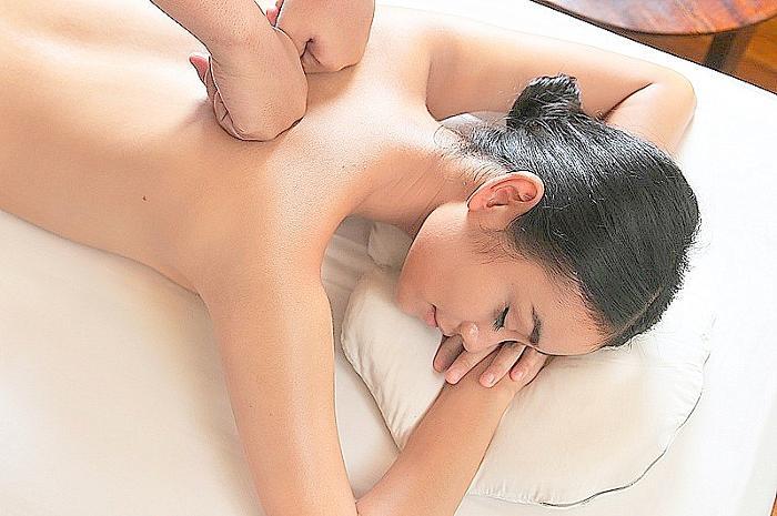 整骨、気功術、指圧を組み合わせた禅マッサージ。
