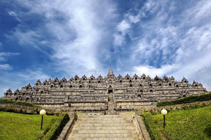 約千年もの間火山灰と密林の中に埋もれていた、世界遺産ボロブドゥール遺跡。