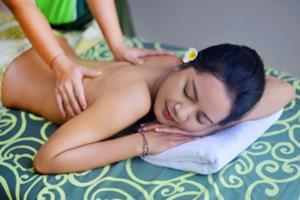 心地よい香りと技術的なマッサージは貴方の心と体を癒します。