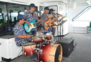 ライブバンドの生演奏