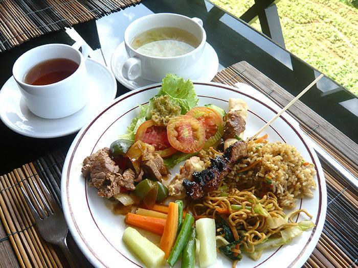 パチュンにてインドネシア料理のランチ