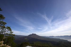 キンタマーニ高原で 山と湖の絶景を 見ながらランチ