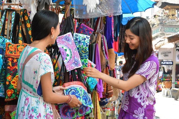 世界中の観光客が集まる、ウブド市場。